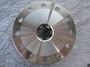 Flange with internal slots